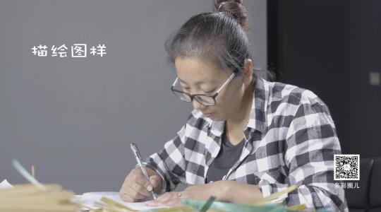 """上小学时,张小文就是一个""""特长""""学生,她对美术课偏爱至极."""