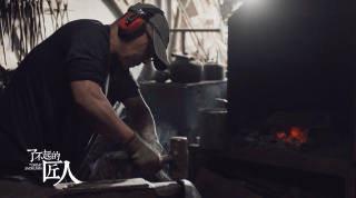 从文气艺术家到京城打铁汉,他在淬火中锻造理想|知了万物 铁钵