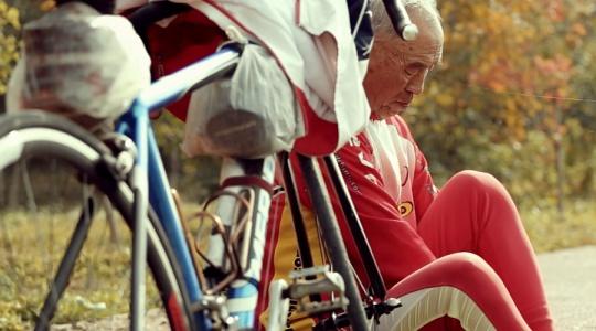 78岁老人用自行车丈量了地球到月球的距离