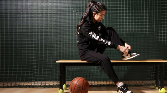 【感物】  32 和篮球女神阿苗走上球场