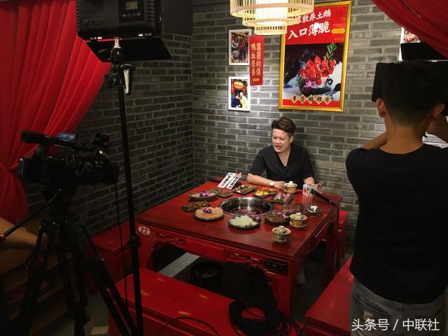 """《吃货小炫》走进东莞樟木头""""谭鸭血""""分店,为民间十大美食代言"""