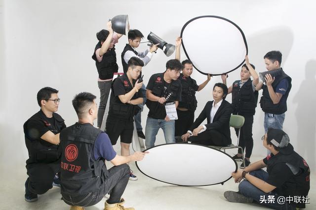 毕业不失业:唱作歌手和影视编导易白先生的工作室招募应届毕业生