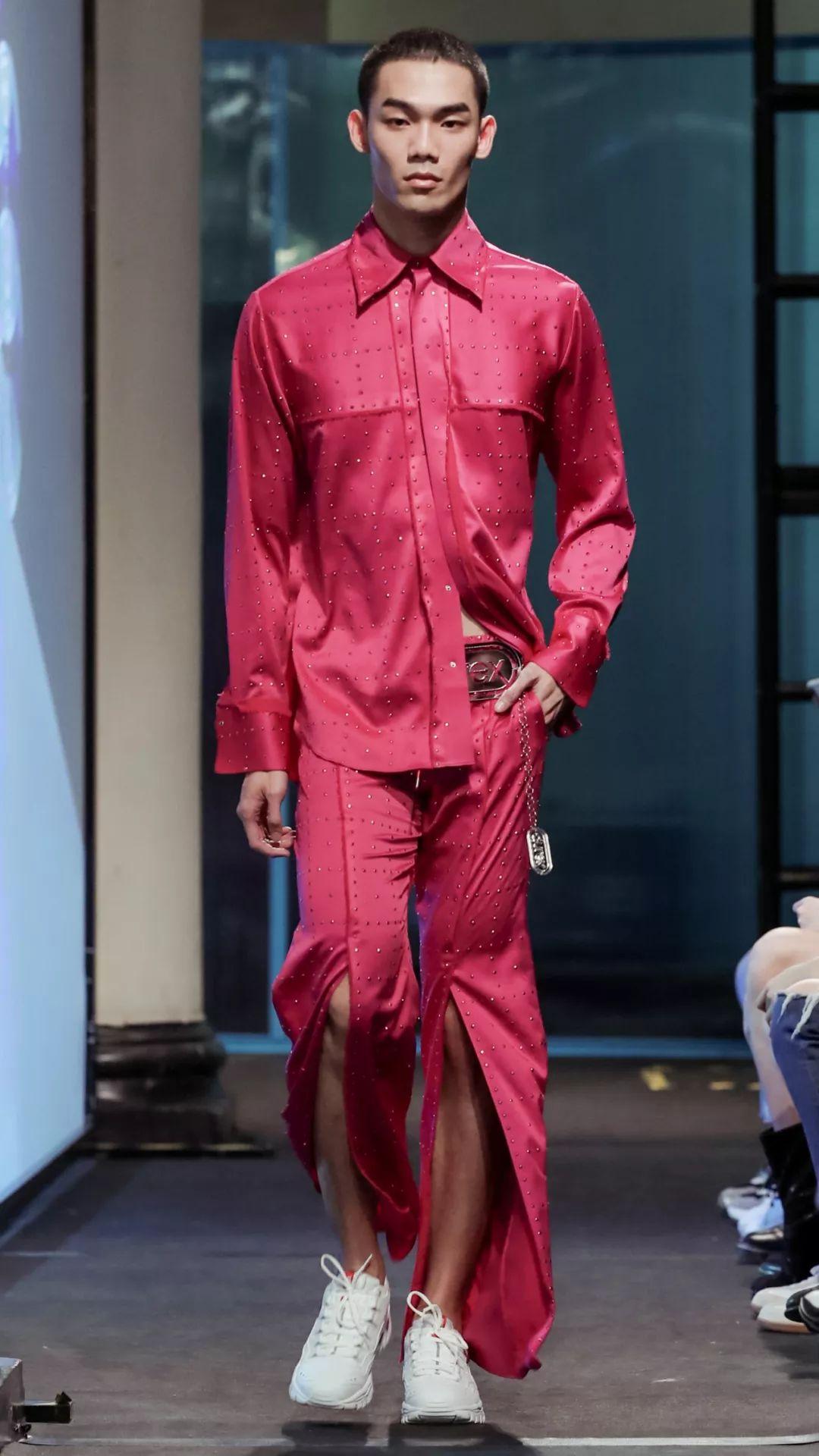 把衣服「套」在身上?杜雷斯竟然「出衣服了」竟然意外...你敢穿嗎?網嗨:太濕潤了!