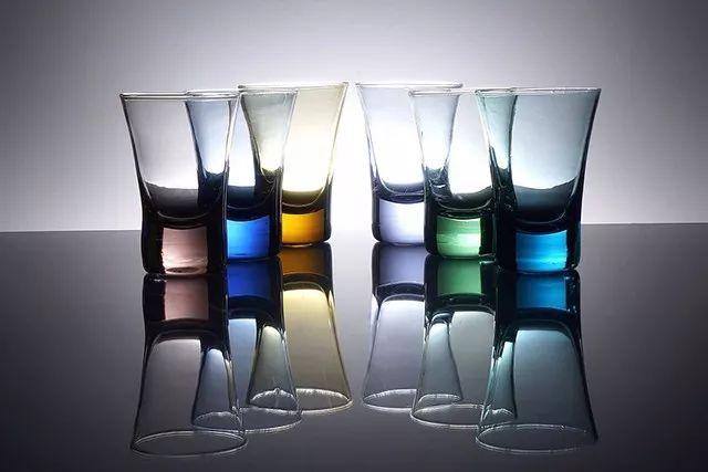 拍摄玻璃制品的 4 种专业级布光技巧