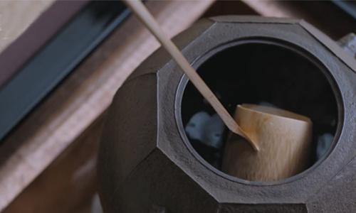 日本南部铁器第十一代传人,煮开水的铁壶卖32万